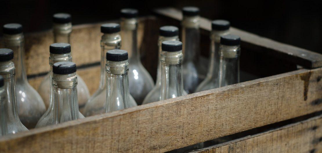 Låda med flaskor